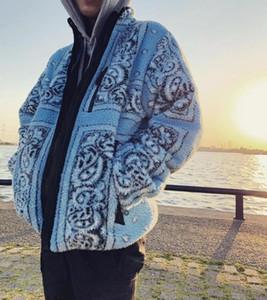 2020 Hombres Abrigo de invierno Clásico Chaqueta de piel de calle a prueba de viento Desgaste clásico Abrigo de lana de cordero grueso en ambos lados Tamaño asiático abajo Sudaderas