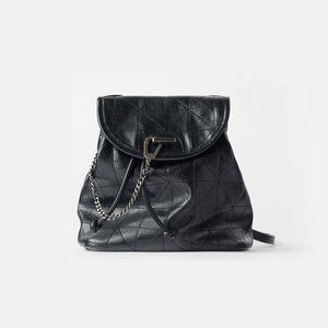 Women's Bag 2020 New Black Flip Soft Shoulder Bag Large Capacity Chain Bag Fashion Lingge Leather Backpack Women C1023