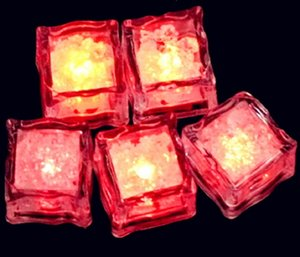 2.7 cm Plastico LED Cubos de hielo Decoración del partido Sensor de agua Sparkling Luminoso Luminoso Luz Brillante Barra de boda Vino Flash EWF2874