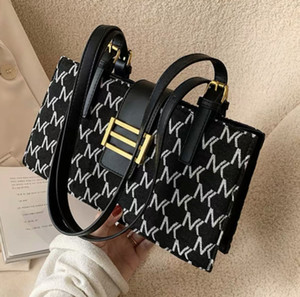 HBP Women's one-shoulder small fashionable small square bag fashion women bags New model