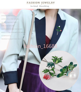 Korean simple rose pearl inlaid with diamond green leaf pin alloy oil dripping water drill new style Brooch