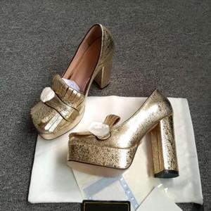 Designer Rindsleder Mode Kleid Schuhe Dicke abgehörte Frauen Gold High Heels Frühling und Herbst Metallschnalle Gefringte Frauen High-Heeled Braut