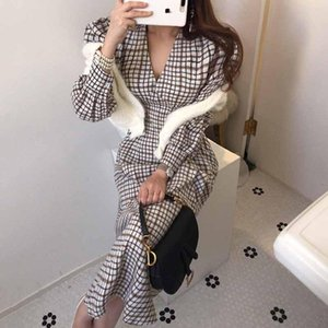 French Puff Sleeves Slim Plaid V-Neck Stylish Chic Dresses Gentle Office Lady Brief V-Neck Elegant Slender Long Dress 2020 New