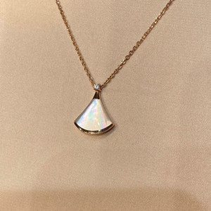 Nessuna dissolta di colore lussuoso forma del fan di qualità con la conchiglia di natura e il diamante scintillante per le donne regalo di gioielli di fidanzamento Spedizione gratuita PS8102