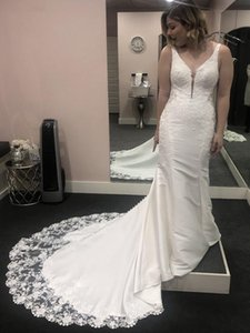 Modern Mermaid Wedding Dresses Deep V Neck Low Back Long Train Sparkly Sequined Lace Bridal Gowns Custom Size V17