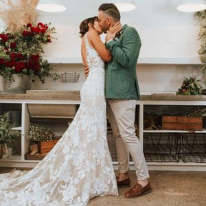 2021 Plunging V Neck Lace Mermaid Wedding Dresses Sexy Bohemian Country Bridal Gown Backless Sweep Train Robes De Mariee Plus Size