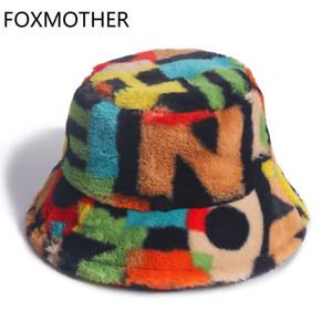 FOXMOTHER Neue Outdoor-Mehrfarbenregenbogen-Pelz-Letter-Muster-Wannen-Hut-Frauen-Winter-weiche warme Gorros Mujer 201009