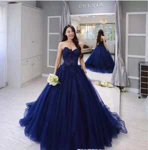 2020 robe de bal décolleté en cœur de bal Quinceanera robe vintage bleu marine dentelle Applique partie formelle Doux 15 Robes de soirée