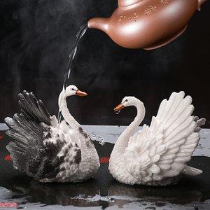 10 * 10 * 8cm 1 paires de couleur changeante résine Swan Tea Creative Tea Ornements de Pet Résine Handicraft Tea Set Accessoires