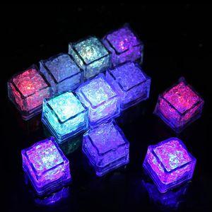 AOTO الألوان البسيطة رومانسية مضيئة مكعب LED الاصطناعي آيس كيوب فلاش LED ضوء حفل زفاف عيد الميلاد الديكور