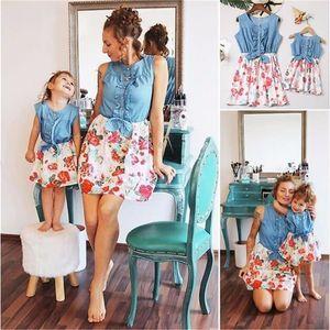 Liligirl Family Sehen passende Kleidung Neue Mutter Tochter Denim Kids Kleider für Mädchen MOMMY UND ME Blumenkleid Outfits LJ201109