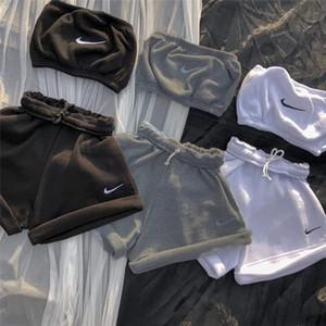 النساء أعلى محصول 2XL جرزاية 2 قطعة مجموعات الرياضية مصمم العلامة التجارية الصوف السميك السراويل التفاف الصدر خزان أعلى عارضة capris ملابس 4157