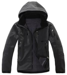 Высококачественный Soft Shell Jacket Waterproof Тепловое Открытый Туризм Куртка Мужчины Softshell Альпинизм Кемпинг Горнолыжная одежда Куртки флисовые
