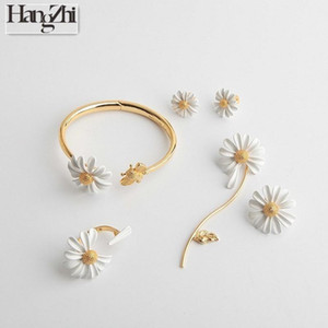 HANGZHI 2020 New Design Gold Color Daisy Flower Bee Animal Asymmetry Adjustable Buckle Bracelet for Women Girl Set Jewelry Part