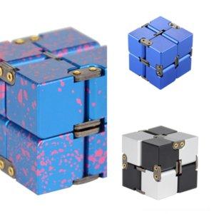 Alxab Rubik's Game Keychain Men Aluminum Novelty Aleación Mujeres Metal Gear Rubik's Cube Rubik's Cube Llavero Third-Order Cube Mind Infinite