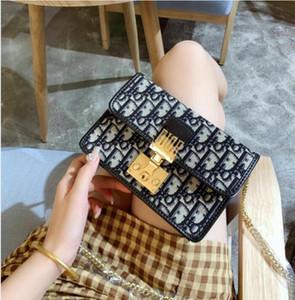 2020 Marke British Fashion Einfache kleine quadratische Tasche Frauen-Designer-Handtasche Hochwertige Leder-Kette Handy-Schultertaschen D7 22