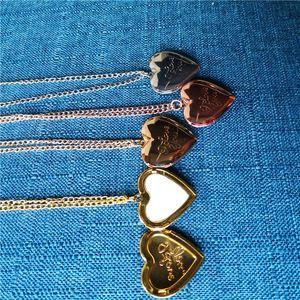 sublimación en blanco del corazón collares medallón de fotos colgantes medallón de moda collar tranfer caliente impresión de material consumible