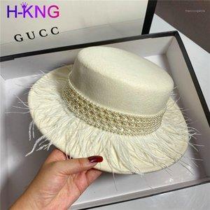 Chapeaux radin bord 2021 Fedora Panama French Petit chapeau noir Femme Célébrités Pearl Tassel Jazz Cap Cap Temps de laine élégante Tempéramament Hat1
