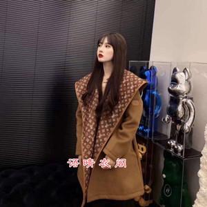 La conception du milieu de femmes de vêtements d'extérieur en laine à capuchon et à long 2020 Automne / hiver version coréenne du style de corps mince lâche montrent mince wo