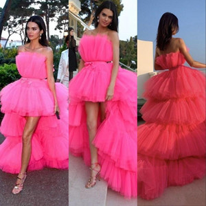 2021 Fuchsia High Low Prom Dresses Strapless Tiered Cocktail Party Dress With Sash Tiered Cake Skirts Tulle Celebrity Evening Gowns AL7505