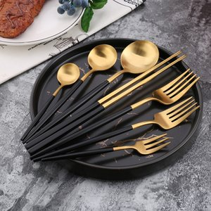 Hot 304 Acero inoxidable Tofok Oro Negro Cubiertos Sistema Scubiertos Dorados de Acero Cuchillo de mesa inoxidable Cuchillo Monto 20128