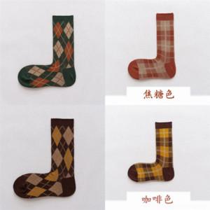 QBMI Classic Letter Socks Autunno e inverno con scatola adulto giapponese moda giapponese sport traspirante natale bambini calzini calzini calzini calzini calzini