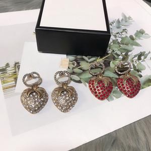 유럽 아메리카 패션 스타일 레이디 여성 황동 새겨진 G 이니셜 화이트와 레드 다이아몬드 딸기 스터드 귀걸이 2 색