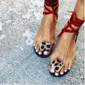 Leopard Sandales Женская обувь Летний Повседневный ремешок Тапочки Кожаные Удобные Женские Квартиры Открытые Новые Обувь Рим Управляющие слайды