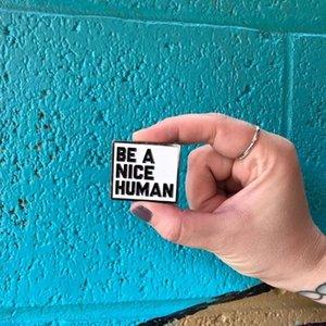 Sei ein schöner menschlicher emaille pin inspirierend sein sei freundliche textbox quote slogan rechteck minimalistische schmuck abzeichen broschen pins für geschenk