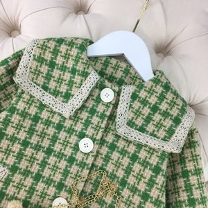 2020 new original single high-end children's wear girl's plaid coat fresh atmosphere and warm, cotton lining free delivery