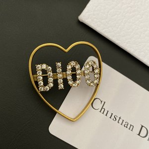2020 new Dijia letter with diamond style classic love dress collar pin d family versatile Brooch