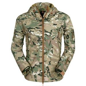 2020 chaqueta JODIMITTY Nueva primavera al aire libre de los hombres Moda camuflaje Impreso impermeable Abrigo casual chaqueta rompevientos con capucha