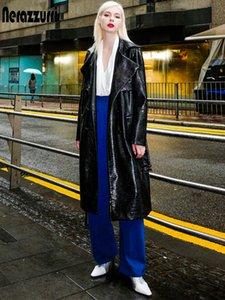 여성용 긴팔 벨트 가을 가짜 가죽 코트 여성을위한 Nerazzurri 긴 검은 색 고광 특허 악어 프린트 가죽 트렌치 코트 201031