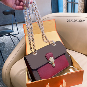 2021 Femmes chaudes Sacs à bandoulière Sacs à main rouges Sacs de chaîne designers Arrow Brochebody Sac Fleurs Sac à enveloppe de mode Fashion Flaps Cowhide L21020301