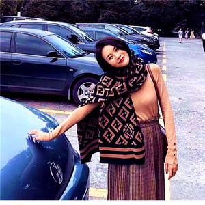 20SS Marque Designer Automne Hiver Cardigan Femmes chaud épais carreaux Poncho et Wrap Plus Size Tricoté Pashmina cachemire Pulls Cape