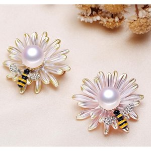 Wholesale Luxury Pearls Brooch Mount Broach Chamqueen Honey Bee Brooch Rhinestone Insect Themed Brooch For bbyChd nana_shop