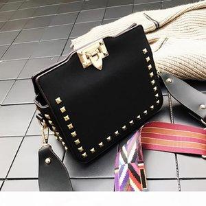Mode-Schulter-Kurier-Entwurfs-Frauen Neue Postman Handtasche Versatile Rivet Taschen Retro kleine quadratische Tasche