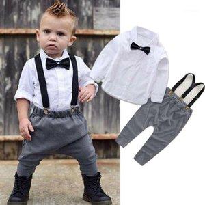 의류 세트 2pcs 태어난 아기 소년 신사 옷 긴 소매 흰색 셔츠 턱받이 바지 정식 파티 복장 정장 0-24m1