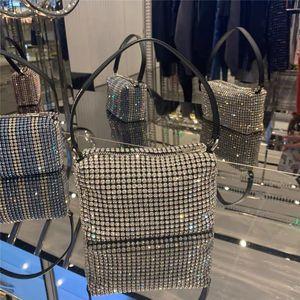 Diseñadores de lujo Totes de diseño de alta calidad Mujeres Cristal Diamante Flap bolsos Bolsos de hombro de cadena metálica Crossbody Soho Bag Axilary