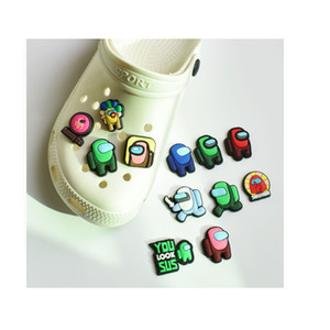 무료 100pcs / lot 귀여운 만화 PVC 신발 매력 구두 버클 액션 피겨 맞춤 팔찌 Croc Jibz Shoe 액세서리