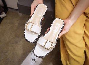 Das mulheres dos homens DesignerLuxury Sandals Deslize Verão Sapatos Moda Praia Shoes Sapatos Pretos Slipper Flip Flop Box 2021915Q