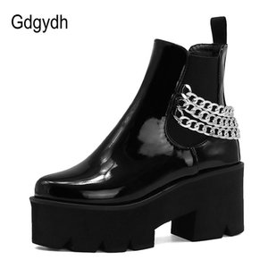 Gdgydh 2020 pelle verniciata Donne Stivaletti punta rotonda catena piattaforma metallica Slip-on Solid Scarpe moto Stivali gotici punk