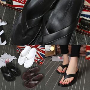 Ismy Summer Mode Hommes et Femmes Antikid Couleur Solide Beach Beach Polyvalents Étudiant Mignon Étudiant Flip-flops