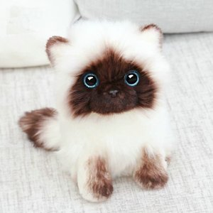Simulation Siamese cat Plush toy Blue Sequins eyes Cat Plush Doll Brown and White Face Ragdoll plush Cat Home Decor Doll toys 201021