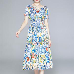 보헤미안 여름 블루와 화이트 반소매 탄성 허리 활주로 드레스 꽃 미디 드레스 여성의 오프 숄더 인쇄하기