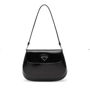 2020 nuevas bolsas bajo los brazos Cleo bolsa de hombro bolsos de alta calidad de Crossbody del bolso en forma de corazón decoración lona al por mayor bolsa de cuero auténtico