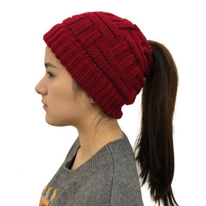 Mulheres Knit Inverno Hat estiramento Hat Messy Bun Beanie cauda Cable Knit Slouchy Aqueça Messy Bun Buraco