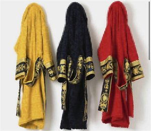 Clásicos barrocos albornoces Moda letras impresas Robe magníficas ambiente cálido y confortable Unisexy Homewear mujeres gruesas hombre dormir 5 colores