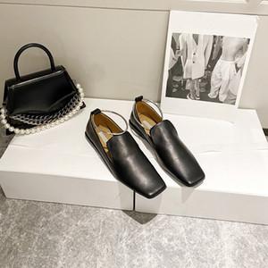 2021 First Class Echte Lederschuhe für Frauen Mode Womens Designer Schuhe Flachkopf Hochzeitskleid Formale Schuhe mit echtem Leder Sohle