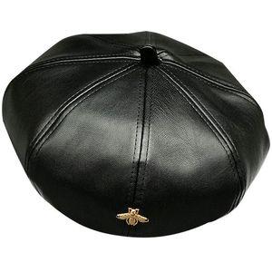 Женские элегантные тенденции PU кожаный шлем зимы осени теплый искусственной кожи береты для дам золотые пчелы женского бренда дизайнера колпачком